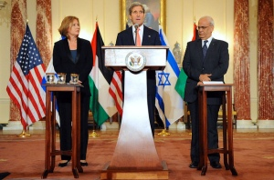 Tzipi Livni and Saeb Erekat flanking John Kerry at the kickoff of the new Israeli-Palestinian peace talks