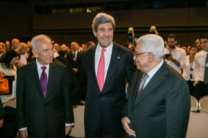 Shimon Peres, John Kerry and Mahmoud Abbas at the World Economic Forum in May 2013